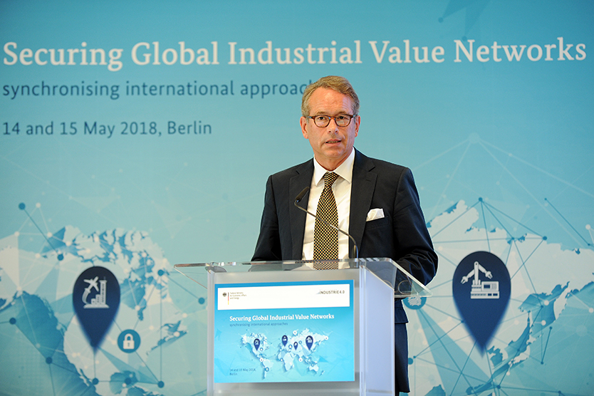 "Staatssekretär Dr. Ulrich Nussbaum eröffnet die Konferenz ""Securing Industrial Value Networks – synchronizing international approaches"""