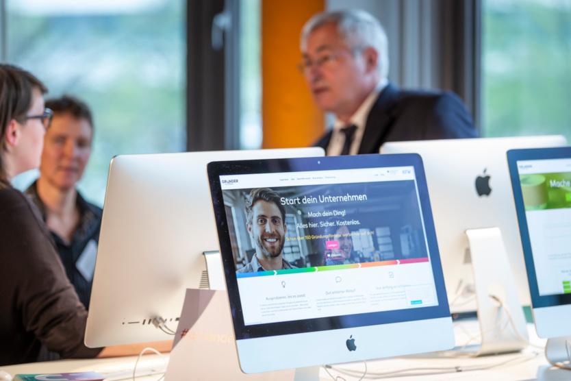 Dieses Bild zeigt einen Computerbildschirm mit der geöffneten Gründerplattform-Website.