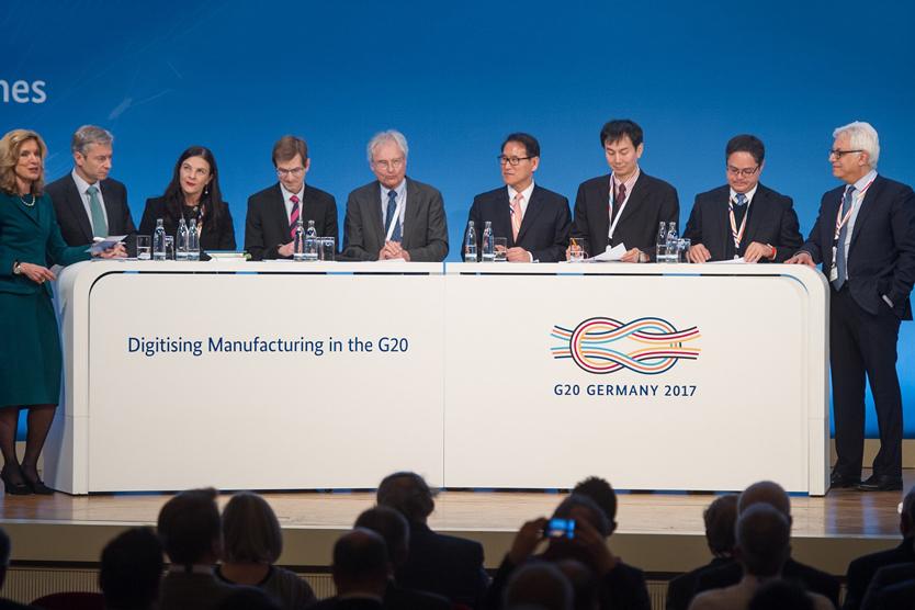 """Paneldiskussion auf der Konferenz """"Digitising Manufacturing in the G20""""; Quelle: BMWi/Maurice Weiss"""