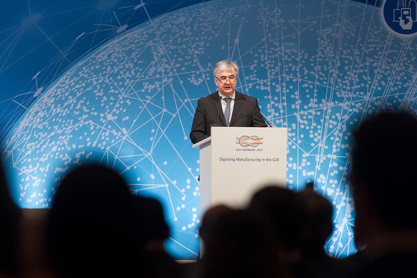 """Dr. Scheremet auf der Konferenz """"Digitising Manufacturing in the G20""""; Quelle: BMWi/Maurice Weiss"""