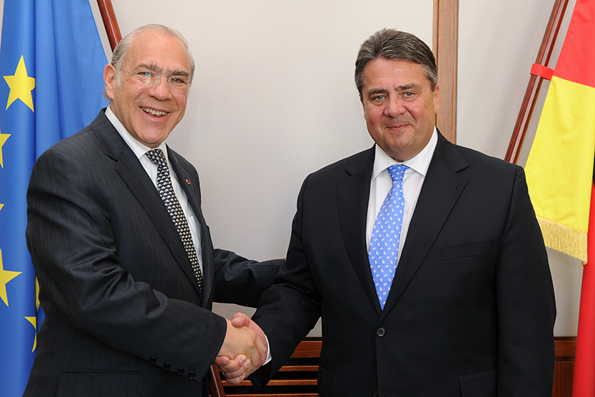 Angel Gurría and Sigmar Gabriel shaking hands
