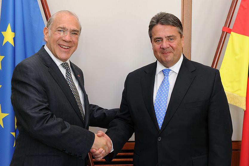 Angel Gurría and Sigmar Gabriel shaking hands