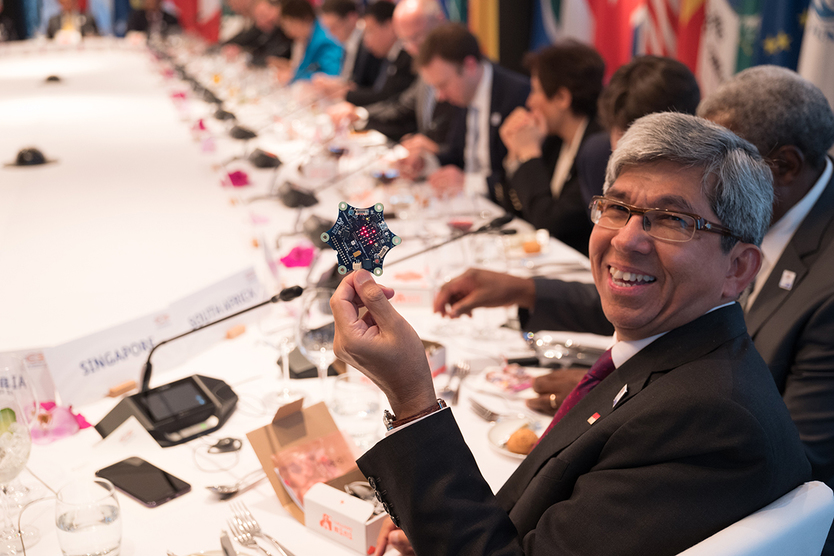 Prof Dr Yaacob Ibrahim, Minister for Communication and Information of Singapore showing round Calliope mini. This mini computer is distributed to third-graders across Germany free of charge.