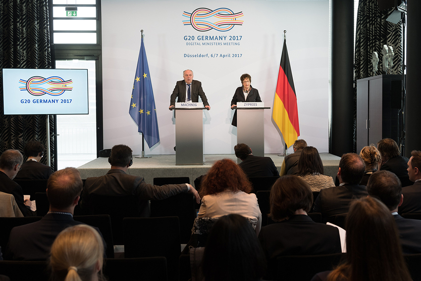 Following the conclusion of the Digital Ministers' Meeting, Federal Minister for Economic Affairs and Energy Brigitte Zypries and State Secretary Matthias Machnig held a press conference.