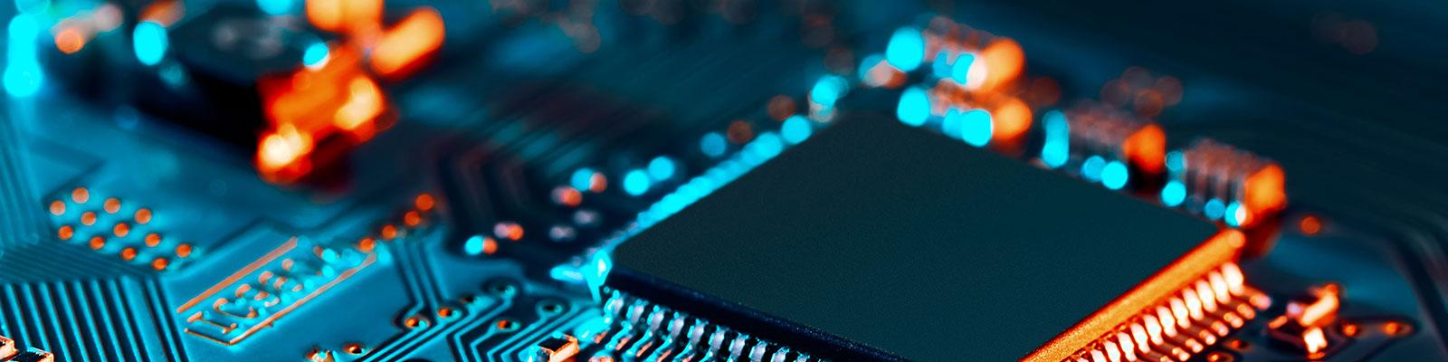 Computerchip und Gasfaser zum Thema Digitalisierung; Quelle: Getty Images / Rafe Swan