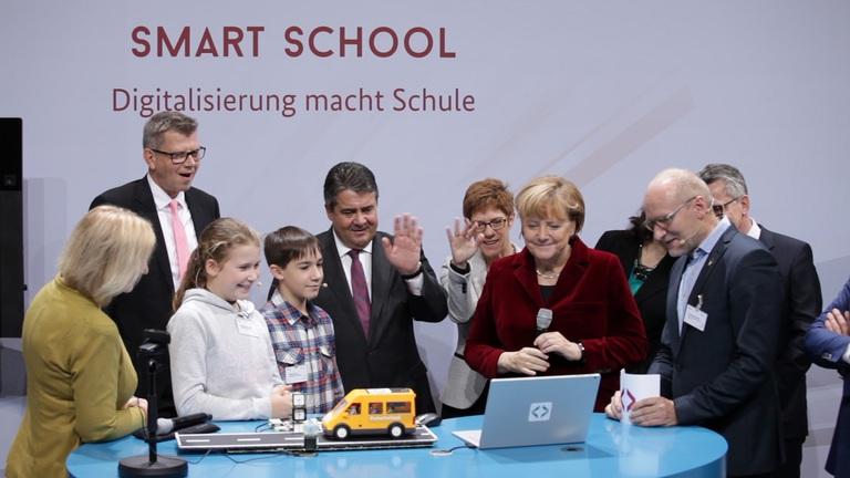"""Screenshot des Videos """"Der Nationale IT-Gipfel 2016""""; Quelle: BMWi"""
